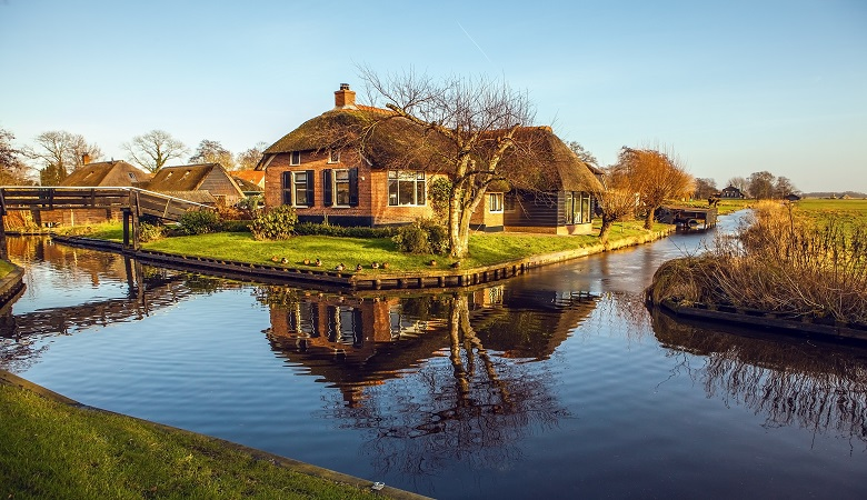 Visit Giethoorn