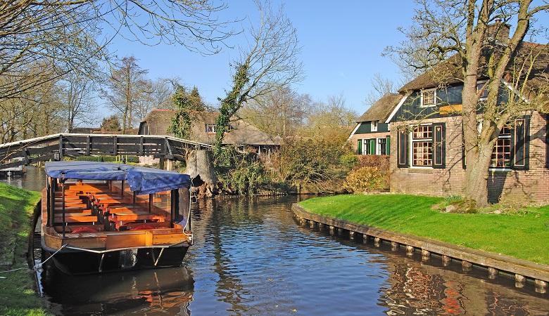 Sailing Giethoorn