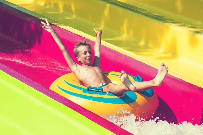 campsites in france with water parks