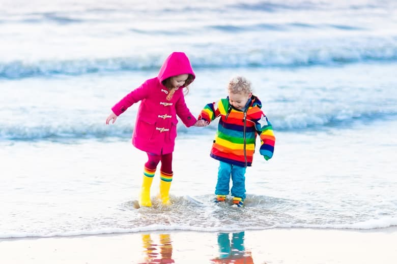 Children on winter vacation walking on the coast